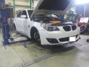 BMW E60 オイル漏れ修理      豊田市 BMW修理