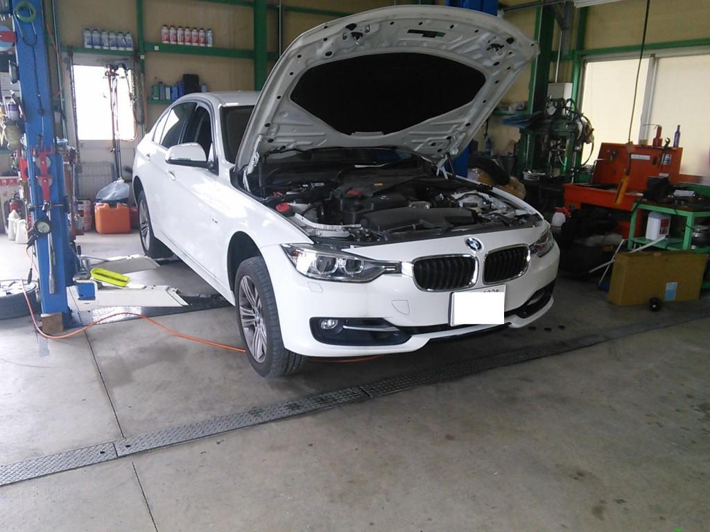 BMW320  低ダストブレーキパッド交換  ブレーキ警告ランプ点灯など パッド交換も診断機でしっかりリセット