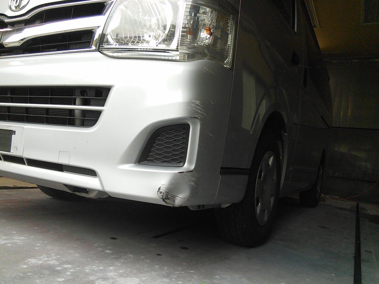 ハイエース  フロントバンパー修理  豊田市  板金塗装