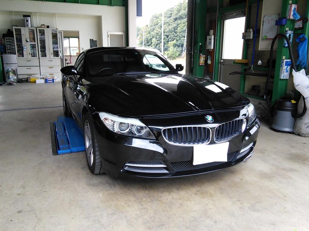 BMW Z4 低ダストパッド交換 たかがパッド交換でもきっちり整備します  BMW修理 豊田市