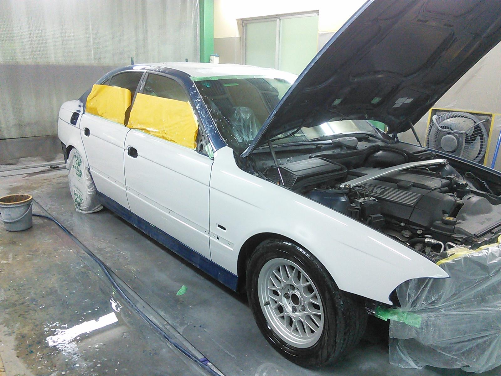 BMW 全塗装 を進めながら BMW バンパー修理  豊田市  板金塗装