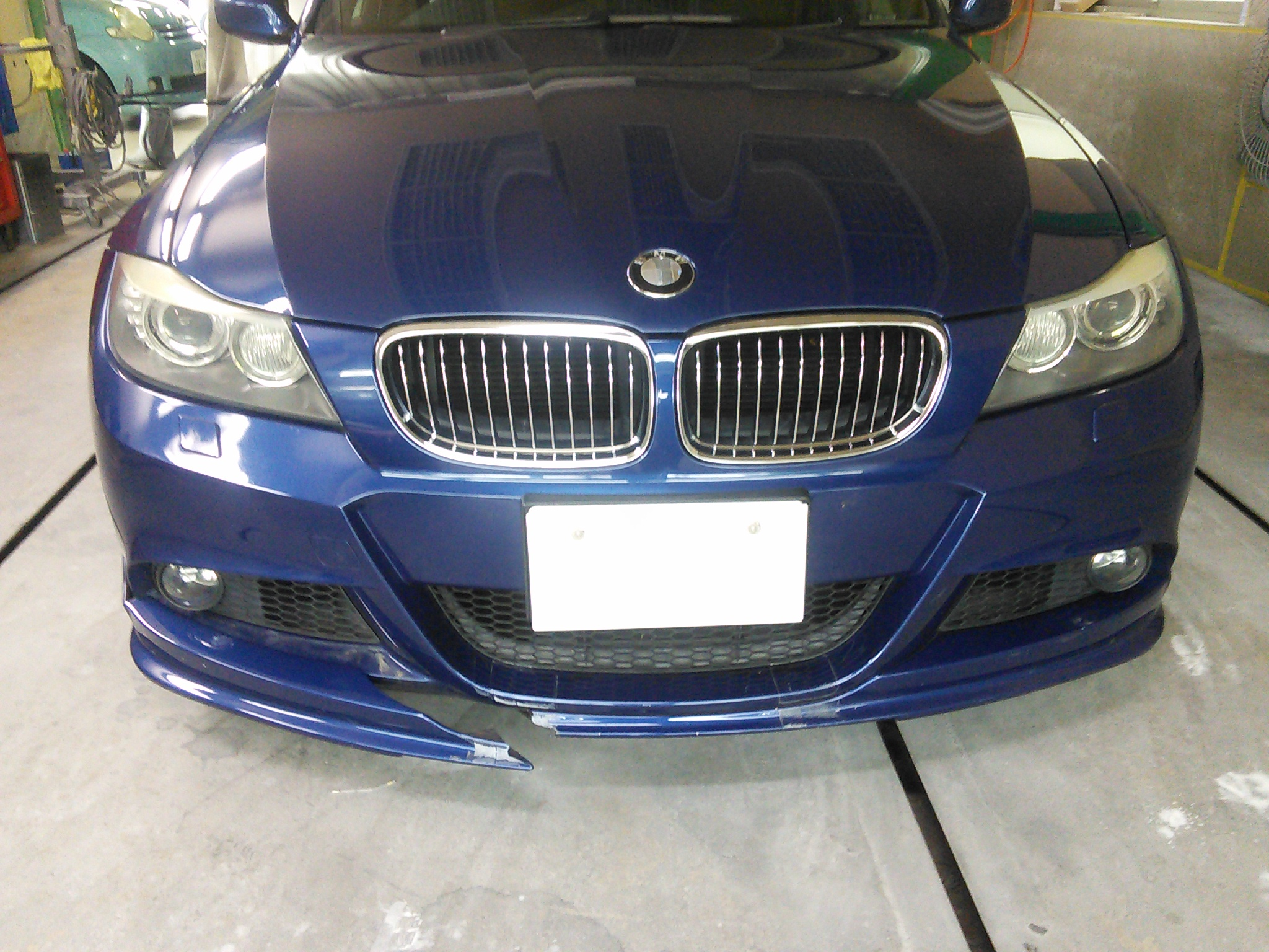 BMW 335 社外品 フロントバンパースポイラー直るかな? 豊田市  板金塗装