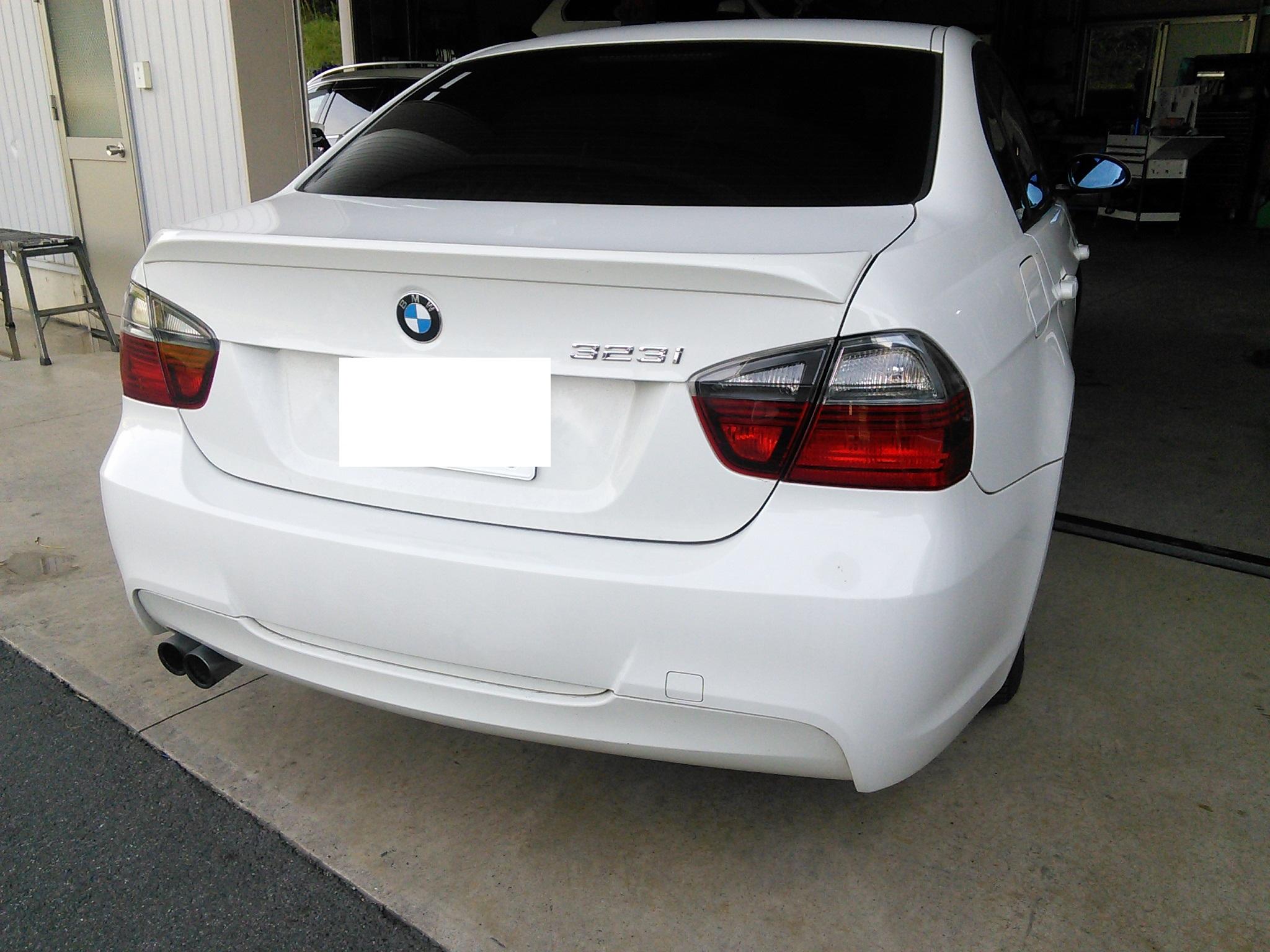 BMW E90 ナンバー灯 点灯しない FRMユニット交換 AUTELマキシシスにてコーディング