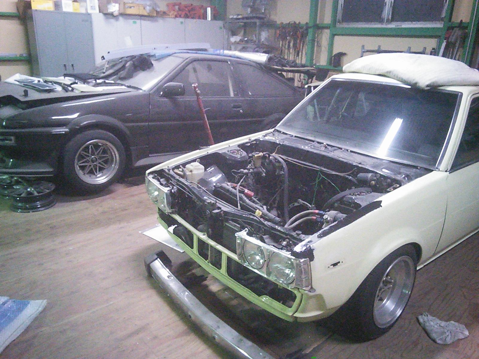 BMW F30フロントバンパー交換 合間に70カローラ 外車から旧車まで 豊田市  板金塗装