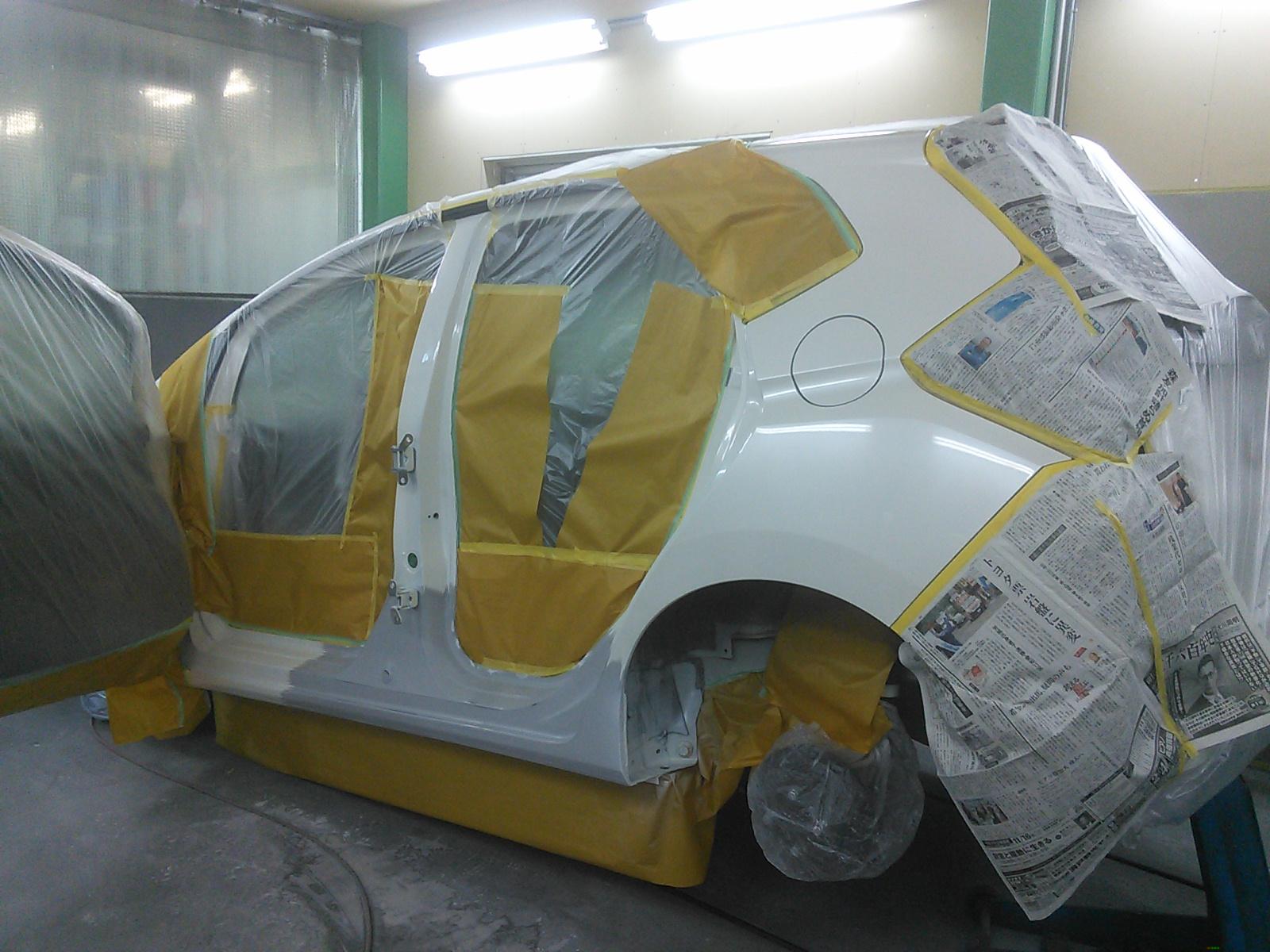 フィット ロッカーパネル交換。もしかして花粉症?  豊田市 板金塗装。