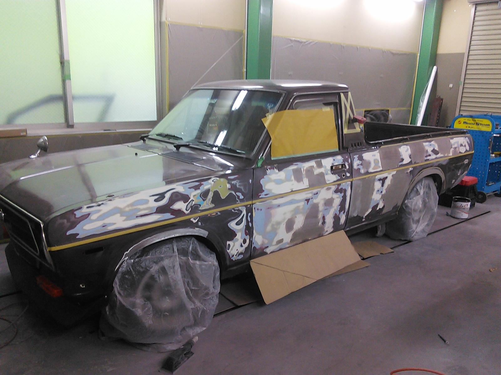 サニトラ 全塗装  今回は スカイライン。ついでにヘッドライト 豊田市 板金塗装
