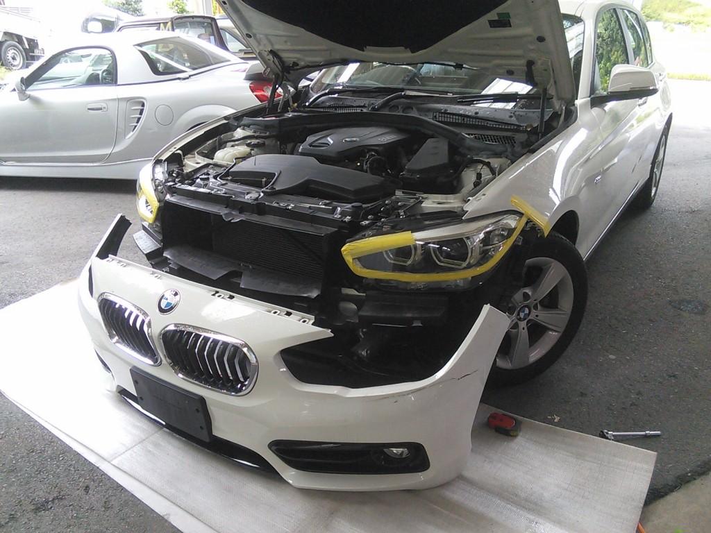 BMW 118d フロントバンパー修理  ちゃんと仕事もやってます(^_^;)