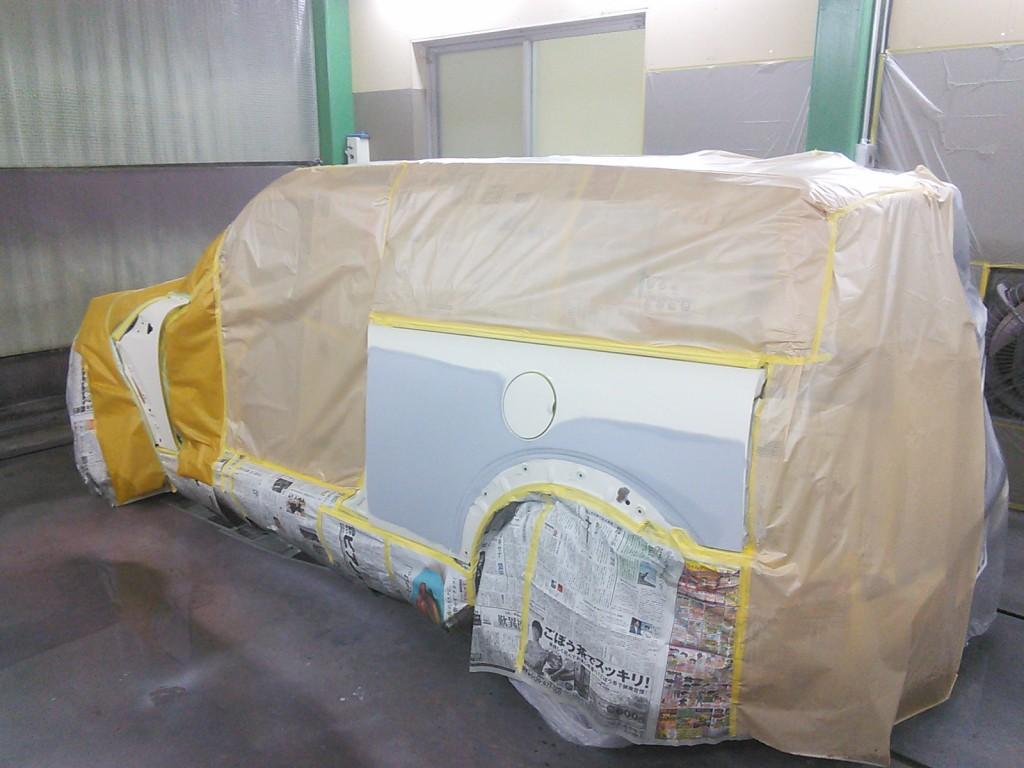 サニトラ全塗装 その1  今年最初の塗装は BMWミニ。