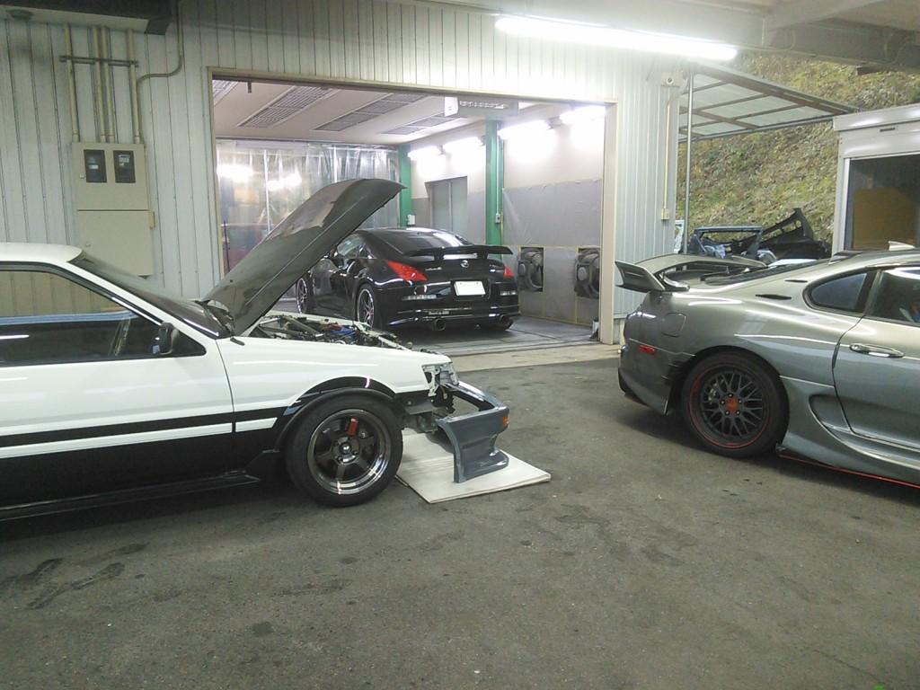 ポルシェ カイエン 外車から国産スポーツカーまで、いろいろな板金塗装