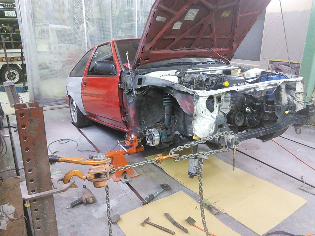 AE86をやりながら BMW320 サイドステップ修理  豊田市  板金塗装