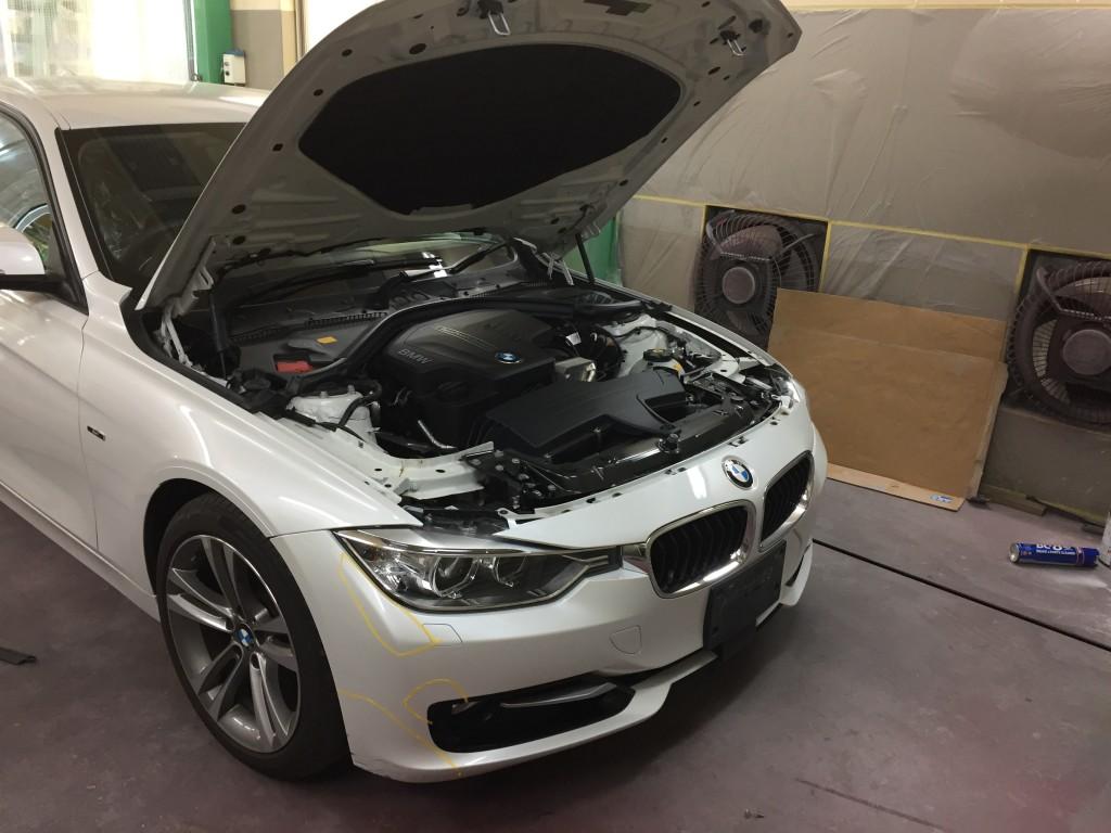 BMW 320i フロントバンパー修理  豊田市 板金塗装