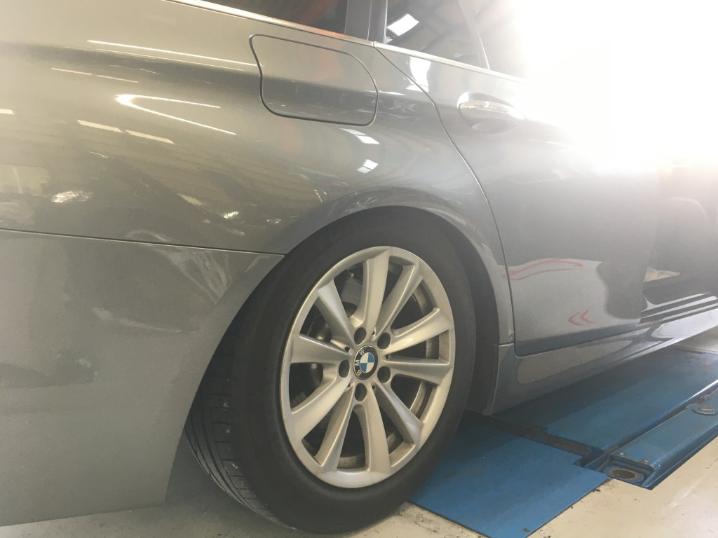 BMW F11 エアサス交換